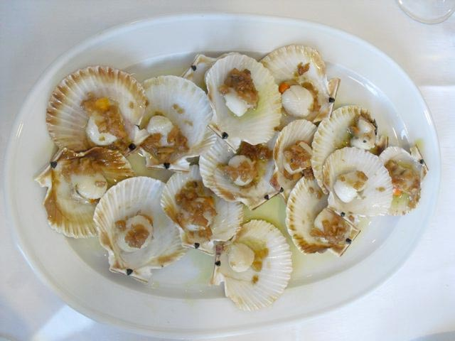 Plate of scallops during our sherry tour